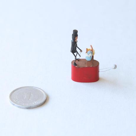 「Levitating  / イリュージョン !! 浮く !?」 L&A St.LEGER のミニチュアオートマタ(イギリス)