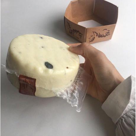 黒トリュフ入セミハードチーズ