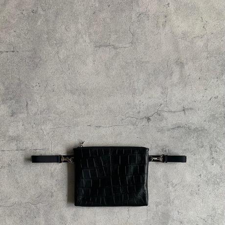 ARUMO  レザージップサコッシュ / ブラック x クロコダイル