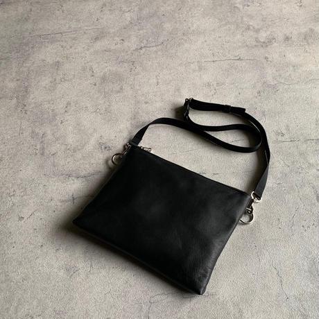ARUMO  レザージップサコッシュ M / ブラック