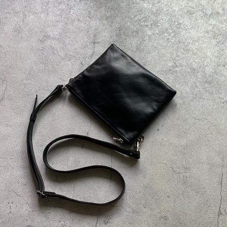 ARUMO  レザージップサコッシュ / ブラック + レザーストラップ