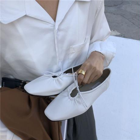 gather ribbon shoes/white[0002]