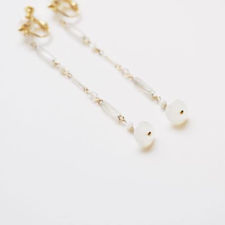 rain chain milky white earring/pierce