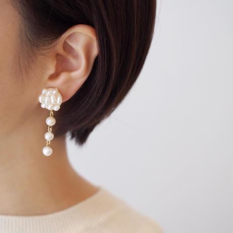 pearl drops earring/pierce