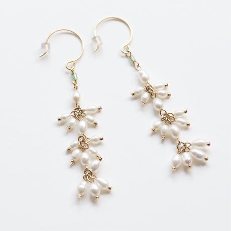 pearls green long earring/pierce