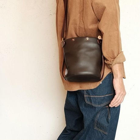 suolo(スオーロ)   SAND mini leather  CHOCO