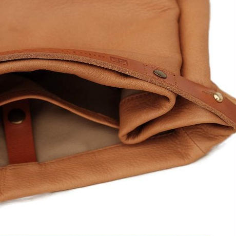 suolo(スオーロ)   CROP2 leather  CAMEL