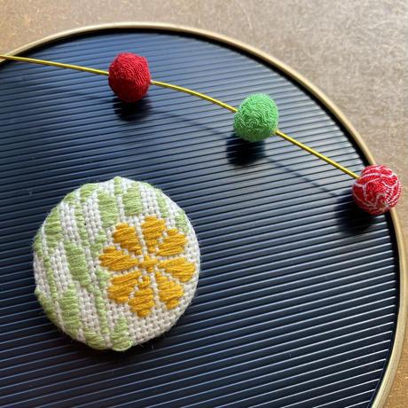 【ハイカラさん】矢羽根梅こぎん刺しブローチ/ヘアゴム 黄緑