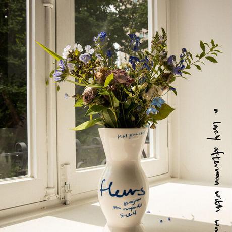 Fleurs Vase (Ivory)