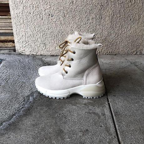 19AW  597132  WHITE