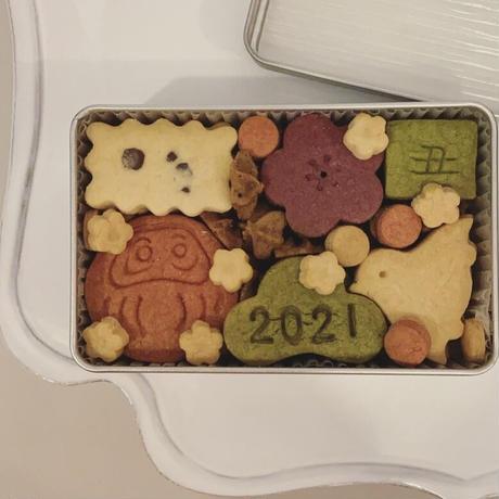 1月のクッキーBOX  ニューイヤー缶