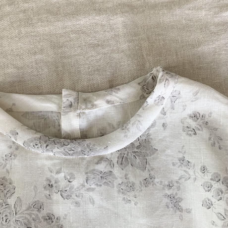 クラウドシャツ6分袖リネン 花プリント        オフホワイト×ライトグレー