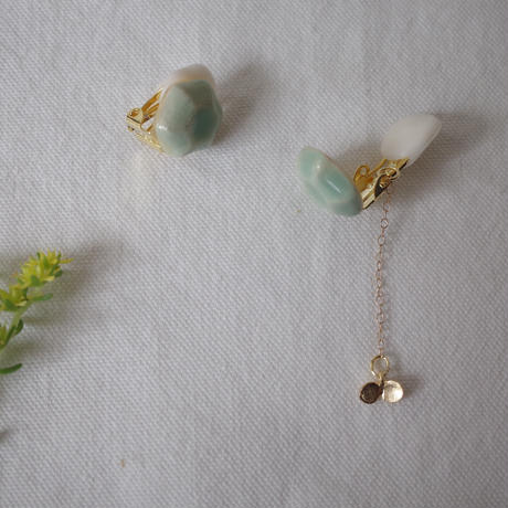 陶の宝石イヤリング 淡グリーン