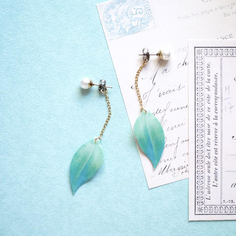 Green Leaf Earrings with pearl [Pierced or Clip-on]