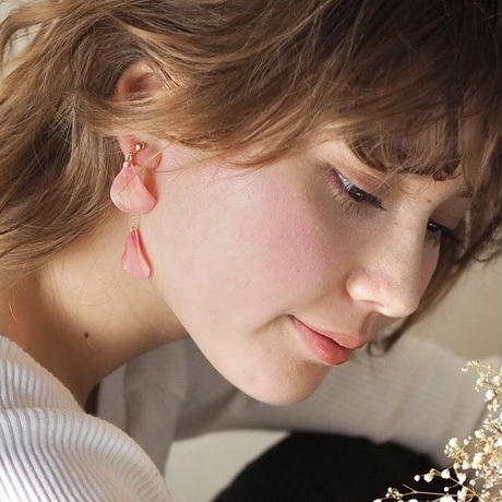 \featured on VOGUE/Coral Pink Petals Earrings / Asymmetric  [Pierced Or Clip-on]