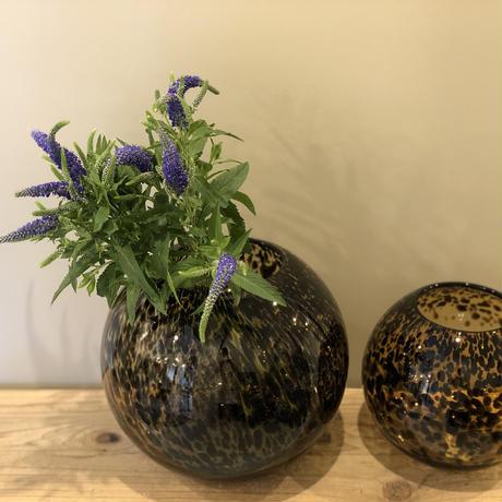 flower base = leopard L =