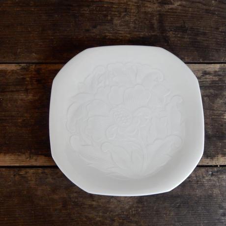 antiques 人間国宝 塚本快示 白磁 牡丹紋 撫角皿