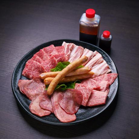 まる29イチオシ焼肉・BBQセット 健康和牛あか牛 上カルビ・ロース・タン・ポークソーセージ・ハーブ豚500g(2〜3人前) 秘伝のタレ付き