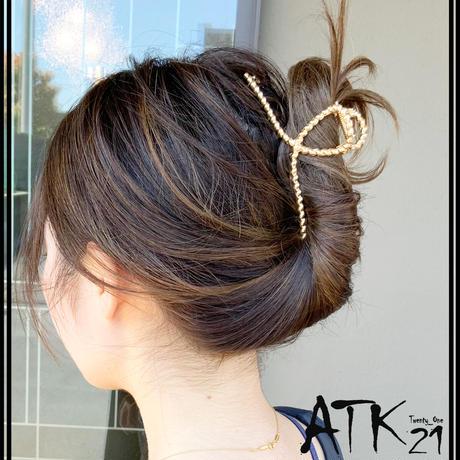 ねじり ツイスト メタルバンスクリップ トレンド メタリックカラー しっかりホールド 髪留め 簡単ヘアアレンジ レディース ヘアアクセサリー