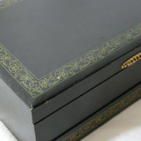 ヴィンテージ 黒ブラック  雪の結晶 レッドサテン ジュエリーボックス/ アンティーク雑貨