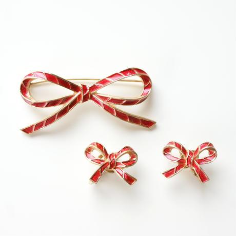 TRIFARIクラウントリファリ レッド赤エナメル リボン/ヴィンテージ ブローチ&イヤリングセット