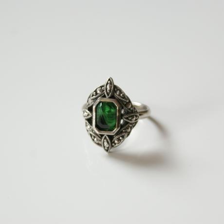 AVONエイボン グリーンマーブル ルーサイト 指輪 / ヴィンテージ・コスチュームジュエリー