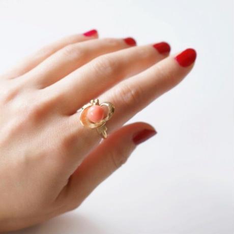 AVONエイボン  ピンク珊瑚 ゴールド 指輪リング / ヴィンテージ・コスチュームジュエリー