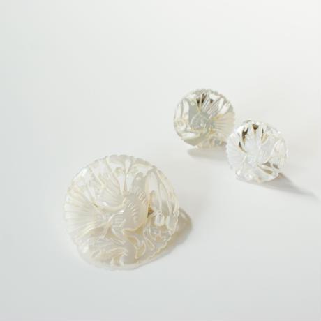 ベツレヘムパール 白蝶貝 シェル  鳩 チェリーブローチ / ヴィンテージ・コスチュームジュエリー