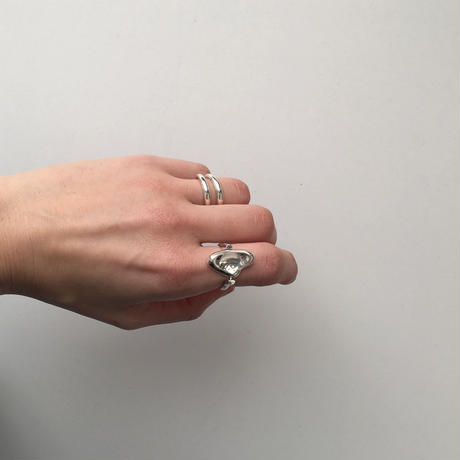 Flo ring in silver