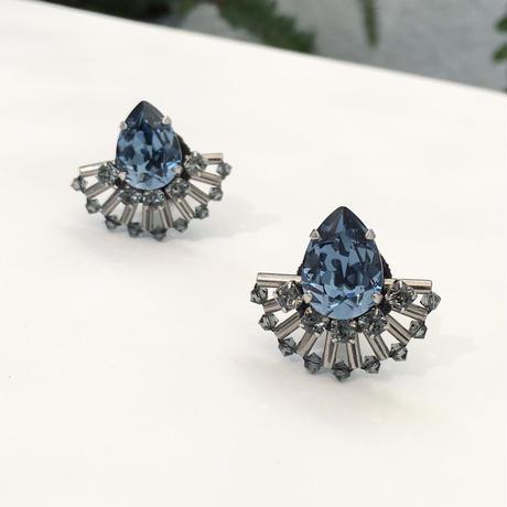 Peacock earring in denim blue
