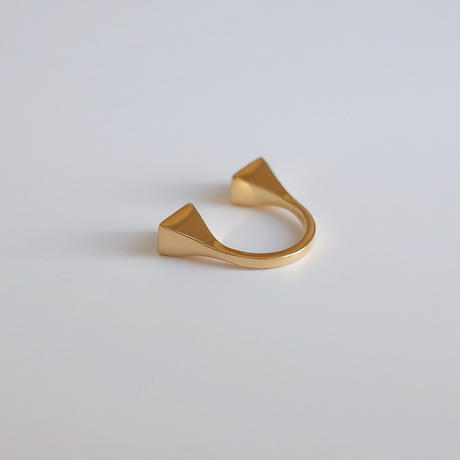 Ben II ring in gold