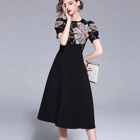 花柄刺繍ワンピース  結婚式 演奏会 パーティー 春 夏 半袖  ブラック 黒 大きいサイズ