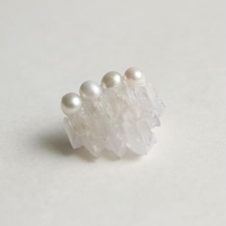 水晶の滝、連なる真珠のブローチ