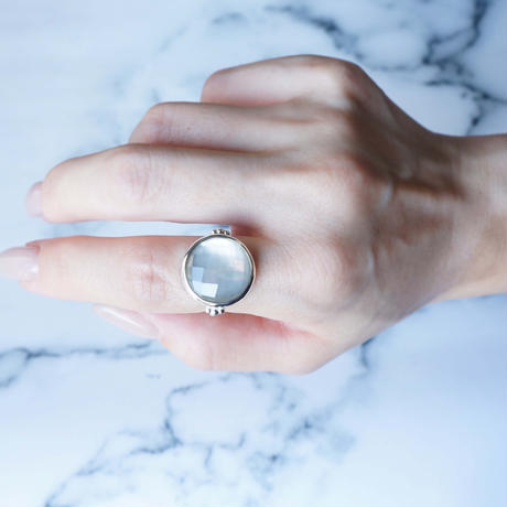 White shell×Quartz  Ring