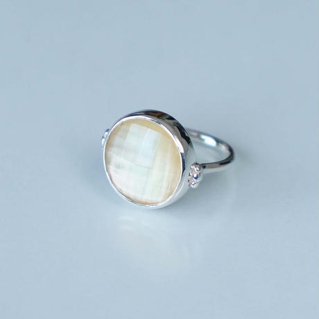 Golden shell×Quartz  Ring