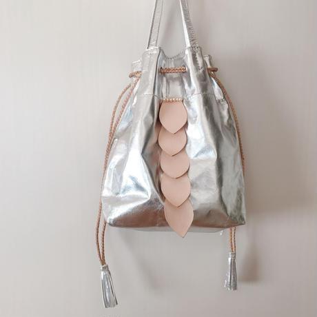 ジビエレザー巾着バッグ リーフモチーフ