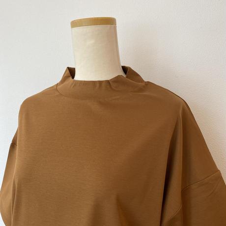 ボトルネックTシャツ