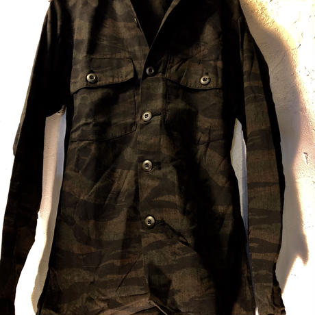 US Military 80,sデッドストック後染めTiger Camouflage Shirt