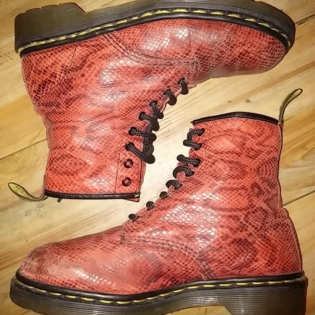 vintage MADE IN ENGLAND Dr.Martens エンボスレザーRED