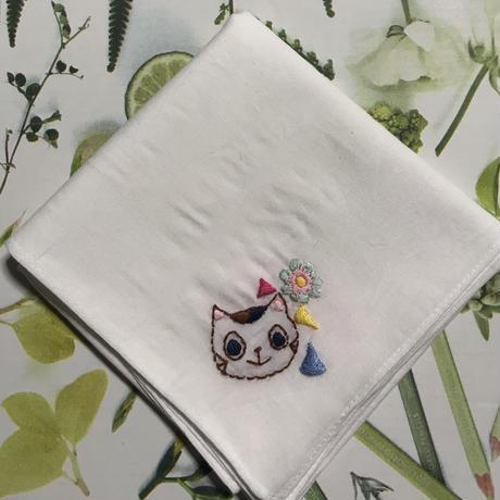 猫と刺繍のハンカチ