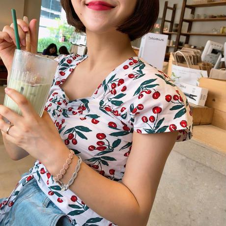 大流行中🖤Cherry top blouse