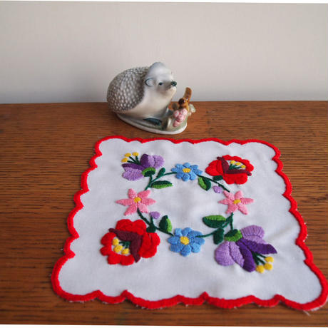 ハンガリー刺しゅう カロチャのテーブルセンターキット  刺しゅう枠つき