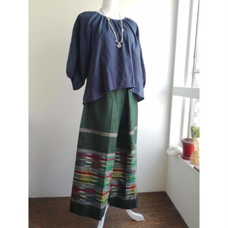 ミャンマーのロンジー用の布で作った ワイドパンツ 緑
