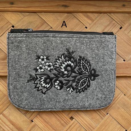 ポーランド ウォヴィチ刺繍 モノトーンポーチ