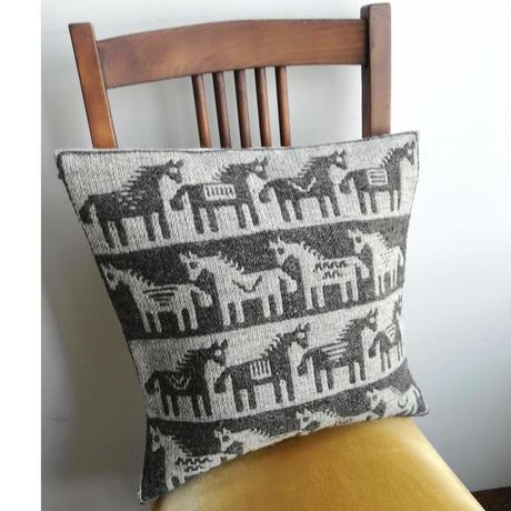 ヤノフ村の織物 クッションカバー 馬の隊列(39×38cm)#2432