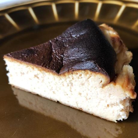 驚きの口溶け…バスクチーズケーキ(ホールサイズ)