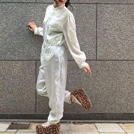 ヴィンテージ  刺繍とパールボタンのシルクジャンプスーツ