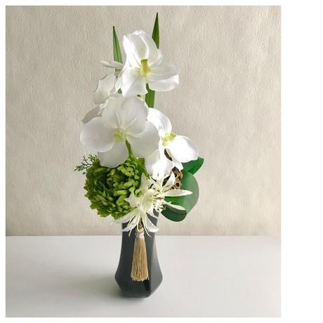 プレミアム 仏花【モダン お供え花】上品 ホワイト & グリーン *蝶花B37