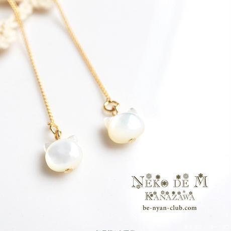 ちびぷっくり猫 ゴールドアメリカンピアス/チェーンピアス(白蝶貝)K16GP 1ペア
