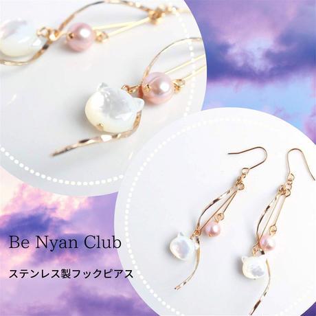 でかぷっくり猫×パール&ウェーブイヤリング/ピアス(白蝶貝×ピンクパール)